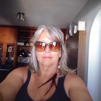 San, 58 anos, bisexual