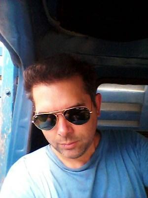 Carlos, 37 anos, azaração