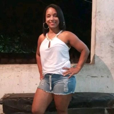 Laís, 33 anos, namoro serio