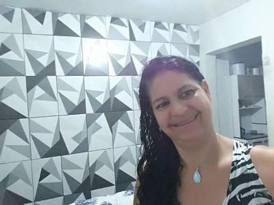 DINA, 50 anos, namoro no Brasil