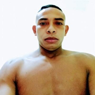 Diogo, 28 anos, namoro serio
