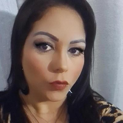 Symone, 41 anos, namoro serio