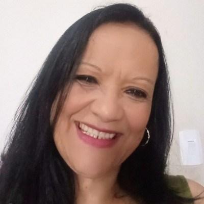 Suzi, 62 anos, namoro online gratuito