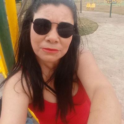Flor, 44 anos, namoro online gratuito
