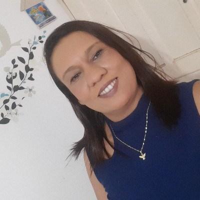Cláudia, 43 anos, namoro serio