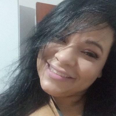 Flavia, 44 anos, namoro online gratuito