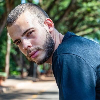Mateus, 21 anos, namoro online gratuito