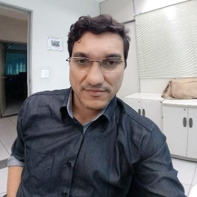 Julio, 43 anos, namoro online gratuito