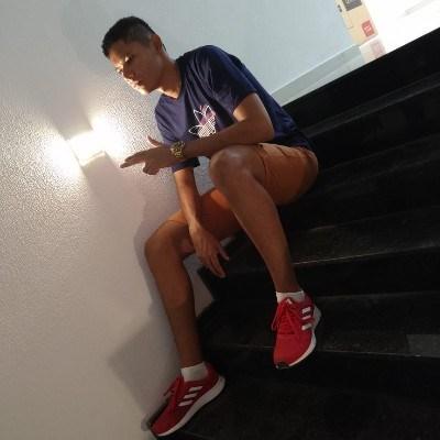 TIAGO, 20 anos, namoro online