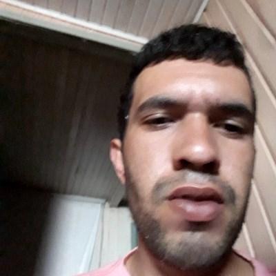 Tiago, 20 anos, site de encontros