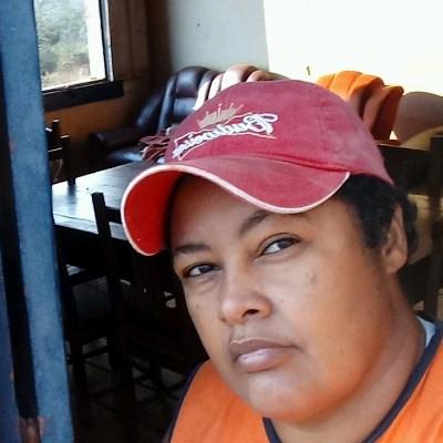 Lazara, 45 anos, namoro serio