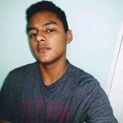 Felipe Martins, 18 anos, namoro