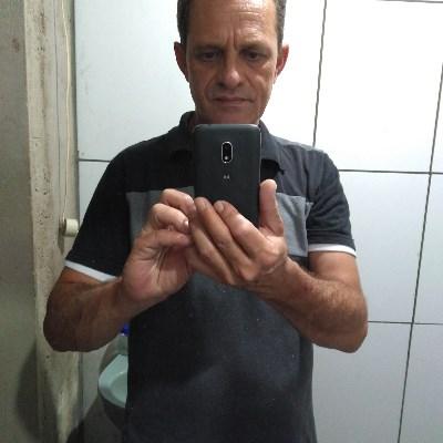 Mestre, 53 anos, namoro