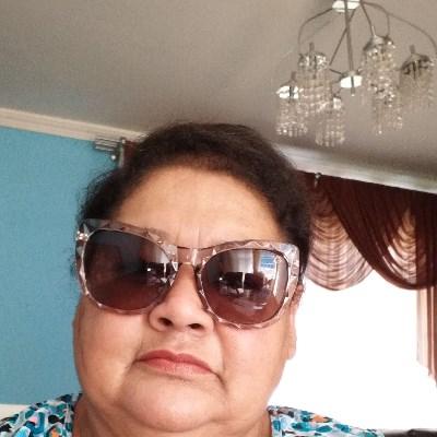 Maíra, 53 anos, namoro