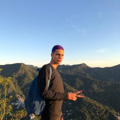 João Arthur, 18 anos, site de namoro