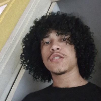 Tiago, 18 anos, namoro serio