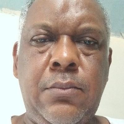 Riquinho, 48 anos, namoro online gratuito