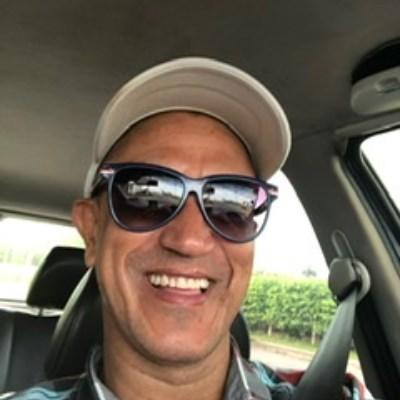 Figueredo, 48 anos, site de encontros