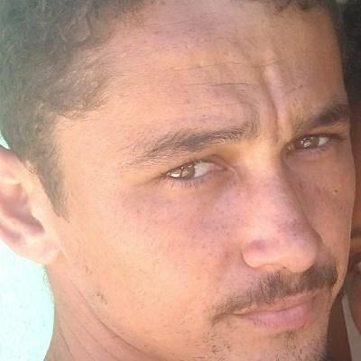 Romário, 25 anos, namoro