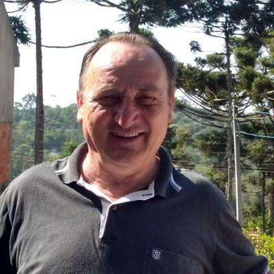 Adão, 68 anos, namoro online gratuito