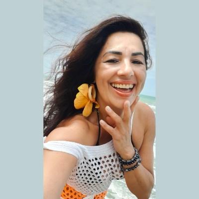 Irene Almeida Tr, 49 anos, namoro online gratuito