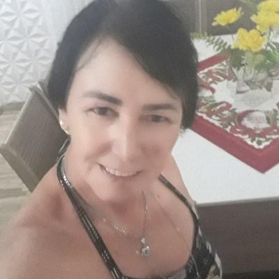 Solitária, 54 anos, namoro