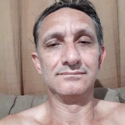 Alto, 51 anos, site de encontros