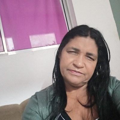 val, 52 anos, site de encontros
