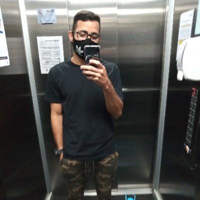Junior, 23 anos, site de encontros