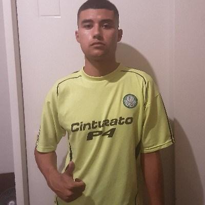 Gustavo, 20 anos, namoro online
