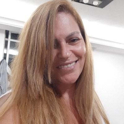 Ela, 54 anos, namoro online