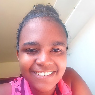 Julia, 18 anos, namoro online