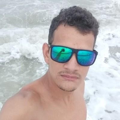 Rafael, 22 anos, namoro online gratuito