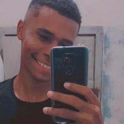 JPedro, 19 anos, namoro online gratuito