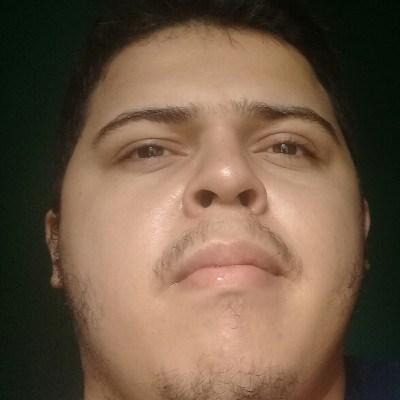 José Alexandre, 20 anos, namoro serio