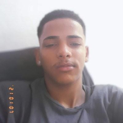 Junior, 18 anos, namoro