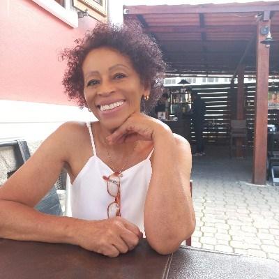 Rosa, 64 anos, site de namoro gratuito