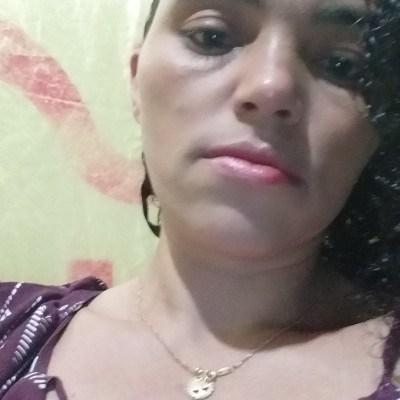 lucy, 35 anos, site de namoro gratuito