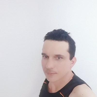 César, 37 anos, site de encontros