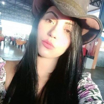Iza, 27 anos, namoro online gratuito