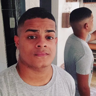 Sandro, 23 anos, namoro online gratuito