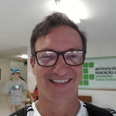Lelo, 55 anos, namoro online