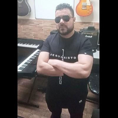 Juninho Santoss, 33 anos, namoro serio