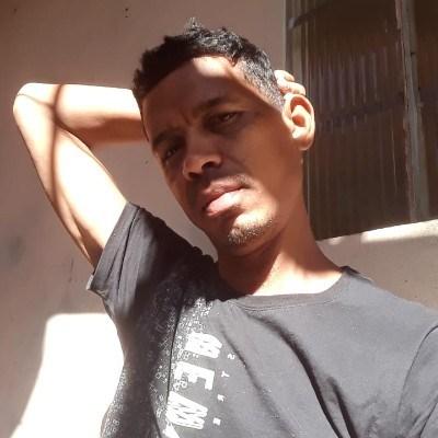 Silva, 40 anos, tinder
